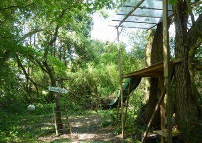 Tuin boomgaard boomhut