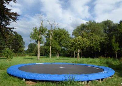 Tuin gezamenlijk trampoline