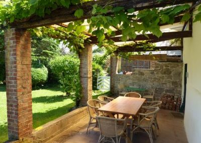 tuin oude huis overdekt terras